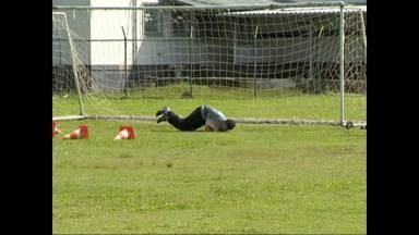Tupi-MG realiza treino tático antes da partida contra o Flu - Preparação do grupo nesta segunda-feira ainda foi sem a bola oficial da Copa do Brasil