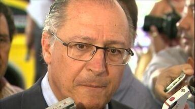 Quem gastar água acima da média será multado, confirma Governador Geraldo Alckmin - Multa para quem gastar água acima da média começa a ser aplicada a partir de maio. Confirmação foi durante uma visita do governador a Franca, no interior do estado.