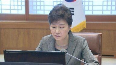 Presidente da Coreia do Sul critica tripulantes do navio Sewol - Para a chefe de estado sul coreana, a tripulação cometeu vários erros no momento de esvaziar a embarcação. O número de mortes chegou a 87.