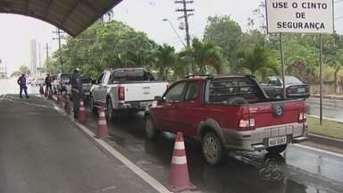 Em fim de feriado, saída de Manaus é mais intensa que volta à capital - Movimentação na barreira da capital surpreendeu autoridades do trânsito neste feriadão.