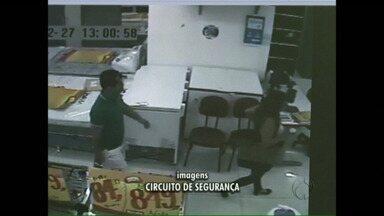Casal se faz passar por clientes em uma loja e furta dez celulares - O assalto foi em Francisco Beltrão. O casal conseguiu pegar a chave do depósito e levou dez celulares dos mais caros.