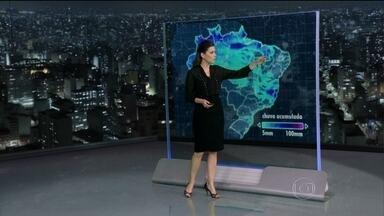 Previsão é de chuva em grande parte do Brasil na sexta-feira (25) - A previsão é de chuva em grande parte do Brasil na sexta-feira (25). O tempo fica nublado e chuvoso por causa de uma frente fria.
