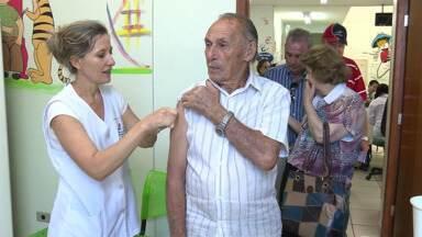 Sábado de vacinação contra a gripe - Postos de Saúde fazem mutirão