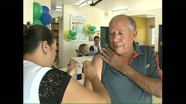 Vacina contra a gripe: postos de saúde de Londrina estão abertos neste sábado - Todas as pessoas que fazem parte dos grupos prioritários podem procurar as unidade de saúde até as 17h00.