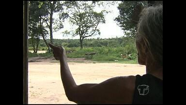 Moradores do bairro Jutaí enfrentam problemas com terrenos abandonados - Espaços são usados por assaltantes e usuários de drogas.