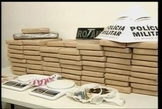 60 quilos de maconha são apreendidos em Governador Valadares - Droga estava dentro de um banco de alvenaria.