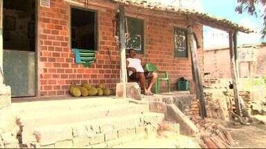 Concluída a obra na estrada que liga o povoado Bananal em Viçosa à AL-210 - Antes os moradores da região conviviam com poeira, lama e riscos de acidentes.