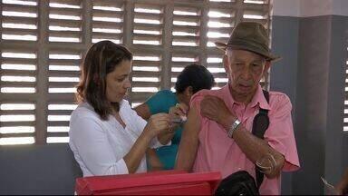 Campanha vacina população contra a gripe - Em todo estado, muita gente começou o dia visitando os postos de vacinação