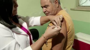 Postos do sul do Rio ficam cheios no Dia 'D' de vacinação contra gripe - Volta Redonda vacinou mais crianças; 47 postos abriram em Barra Mansa.
