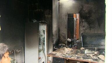 Quatro crianças morrem em incêndio em casa, em Barroso - Causas do incêndio são investigadas. Uma criança foi transferida para Belo Horizonte.