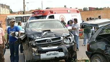 Acidente mata uma pessoa na BR-135, na Região Norte de MG - Outras quatro pessoas ficaram feridas na batida.