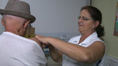 Hoje um plantão de vacinação contra gripe movimentou os postos de saúde de Foz - A campanha vai até o dia 9 de maio.