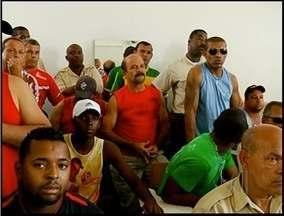 Rodoviários de Campos, RJ, entram em greve mais uma vez - Às 11h haverá uma reunião no sindicato para discutir a situação.Algumas empresas estão com atividades totalmente paralisadas.