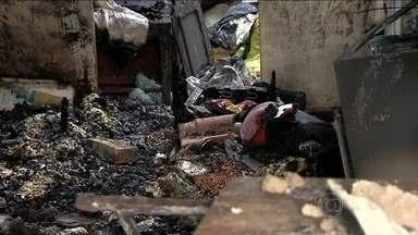 Incêndio mata quatro crianças no interior de Minas Gerais - Na cidade de Barroso, uma casa pegou fogo, com cinco crianças dentro. Apenas uma delas sobreviveu. As causas do incêndio são desconhecidas.