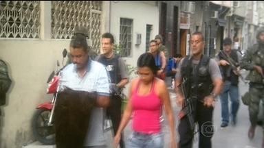 Polícia Civil prende traficante conhecido como 'MB' - Segundo a polícia, o traficante Amabílio Gomes Filho chefiava o tráfico de drogas na favela Nova Holanda, no Complexo da Maré, antes da ocupação.