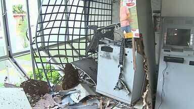 Ladrões explodem caixa de banco neste sábado (2) em Ribeirão Preto - Eles danificaram o local e fugiram em uma moto levando uma quantia em dinheiro.