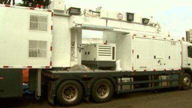 """Receita Federal de Foz do Iguaçu recebe nova caminhão scanner - É uma espécie de """"Raio X"""" de veículos e cargas."""