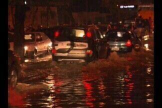 Chuva provoca transtornos em Campina Grande - Em poucas horas de chuva, em Campina Grande, muita água ficou acumulada em diversos pontos da cidade.