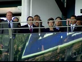 Dilma Rousseff participa da abertura da 80ª Expozebu em Uberaba - Presidente desembarcou no aeroporto na manhã deste sábado (3) acompanhada por ministros. Cerca de duas mil pessoas participaram da solenidade.