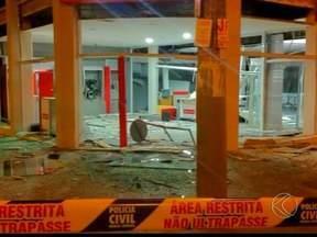Ladrões explodem caixas de agência pela segunda vez em Frutal - Polícia Civil informou que seis criminosos não conseguiram levar dinheiro. Delegado disse que este é o segundo ataque em menos de dois meses.
