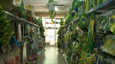 De olho no faturamento com a Copa do Mundo, o comércio já se vestiu de verde-amarelo - De olho no faturamento com a copa do mundo, o comércio já se vestiu de verde-amarelo.