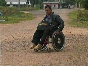 Moradores de Guarapuava reclamam da falta de asfalto nas ruas da cidade - Eles estão cansados de conviver com a poeira ou a lama.