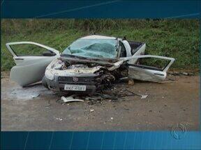 Acidente deixa duas pessoas feridas em Bituruna - Dois carros bateram de frente na PR-170.