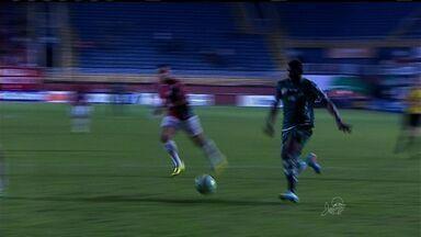Icasa perde fora de casa para o Joinville - Equipe catarinense faz 2 a 0 em menos de 30 minutos, com Jael e Edigar Junio, recua, leva gol e sofre pressão