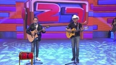 Joel e Júnior fazem o Lepo Lepo sertanejo no 'Se vira' - Veja a apresentação musical dessas feras