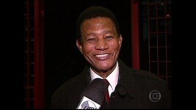 Jair Rodrigues morre aos 75 anos - O enterro de Jair Rodrigues será amanhã, em São Paulo. Ele morreu nessa quinta feira. O cantor estava em casa quando sofreu um enfarte, aos 75 anos de idade.