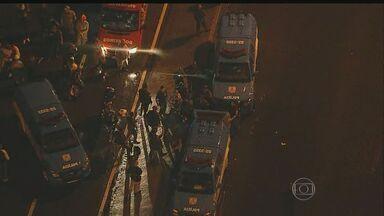 Sequestrador de ônibus se entrega no Rio de Janeiro e reféns são libertados - Sequestrador de ônibus se entrega no Rio de Janeiro e reféns são libertados