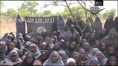 Governo da Nigéria não é claro em resposta aos terroristas - O governo da Nigéria deu respostas contraditórias sobre a proposta dos terroristas islâmicos de trocar as meninas sequestradas por militantes do grupo que estão presos.