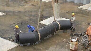 Peças para montagem hidraúlica do Acquario do Ceará chega ao canteiro de obras - Obra é construída na Praia de Iracema, em Fortaleza.