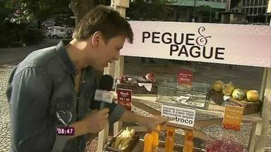 Teste de honestidade: será que o 'Pegue e pague' funciona no Brasil? - Mais Você montou barraquinha no Centro do Rio para fazer teste