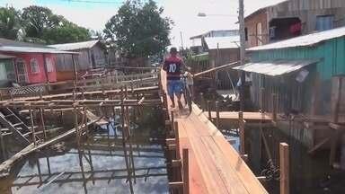 Famílias são retiradas de áreas de risco em Manacapuru, no AM - Bairros próximos a orla da cidade foram os mais atingidos.