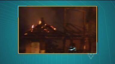 Fogo atinge quiosque em Guarujá, SP - Acidente aconteceu na praia da Enseada.