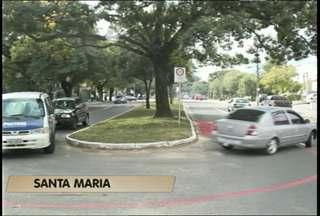Pintura de ciclofaixa altera o trânsito na Avenida Medianeira em Santa Maria, RS - Até quinta-feira será concluída a pintura da ciclofaixa na Avenida Medianeira.