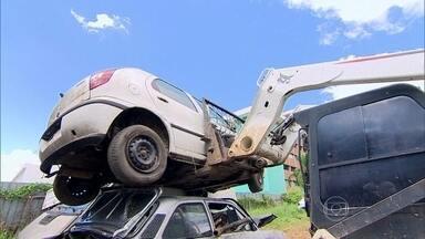 Reciclagem pode reduzir quantidade de carros abandonados em pátios - Por enquanto, o reaproveitamento só acontece no Rio de Janeiro, em São Paulo e no Rio Grande do Sul, numa parceria entre o poder público e a iniciativa privada.