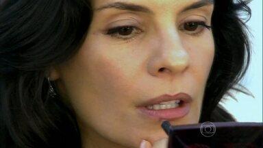 Confira o passo a passo do make nude de Helena Ranaldi na novela Em Família - Veja os truques da maquiagem é o maior sucesso