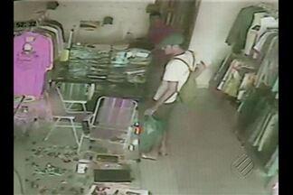 Ousadia dos assaltantes tem preocupado moradores do bairro do Tenoné, em Belém - Nem o horário, muito menos a instalação de câmeras de segurança têm inibido a ação dos bandidos.