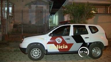 Homem é preso com explosivos na zona norte de São José dos Campos - Flagrante aconteceu na noite desta terça-feira (20) na zona norte da cidade. Segundo a polícia, artefatos poderiam ser usados em novas explosões a caixas eletrônicos da região.