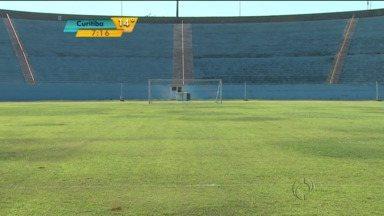 Cuidados com o gramado do Estádio do Café estão nas mãos da iniciativa privada - Quatro empresários de Londrina estão bancando a manutenção do gramado que estava bastante danificado.