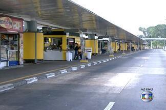 Terminal Parque Dom Pedro, no Centro de SP, fica parado por causa da greve - Na manhã desta quarta-feira (21), ônibus estavam parados nas plataformas e do lado de fora, na Avenida do Estado, por causa da greve dos cobradores e motoristas de ônibus municipais de São Paulo.