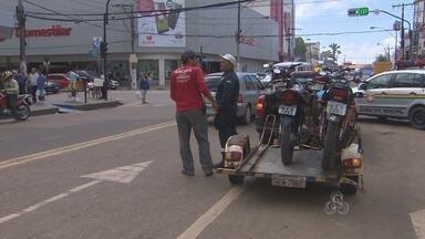 CTMAC continua fazendo ações para flagrar mototaxistas ilegais em Macapá - A CTMAC JÁ APREENDEU MAIS DE 500 MOTOS ESTE ANO. OS CASOS SÃO DE MOTOTAXISTAS CLANDESTINOS E PRINCIPALMENTE DE VEÍCULOS SEM DOCUMENTAÇÃO. OS FISCAIS CONTINUAM ENCONTRANDO MUITOS CONDUTORES SEM HABILITAÇÃO.