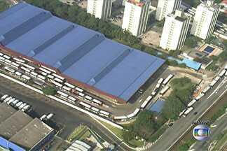 Terminais Capelinha e Campo Limpo, na Zona Sul de SP, ficaram vazios por causa da greve - O Terminal Campo Limpo, que atende cerca de 60 mil pessoas por dia, não funcionou nesta quarta-feira (21) por causa da greve de motoristas e cobradores de ônibus em São Paulo.