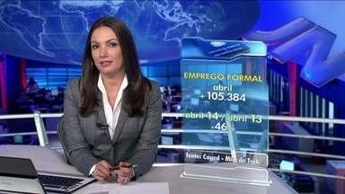 Economia brasileira cria 150 mil empregos com carteira assinada em abril - Este é o menor resultado para o mês desde 1999. Em comparação com abril de 2013, uma queda de 46%.