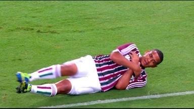 """Walter """"deita e rola"""" no Maracanã, e Fluminense vira sobre o São Paulo pelo Brasileirão - Atacante marca duas vezes na vitória do Tricolor de 5 a 2."""