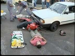 Duas pessoas ficam feridas em acidente em Álvares Machado - Colisão envolou um carro e uma moto.