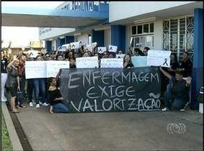 Enfermeiros de Araguaína manifestam sobre salário e condições de trabalho em hospital - Enfermeiros de Araguaína manifestam sobre salário e condições de trabalho em hospital