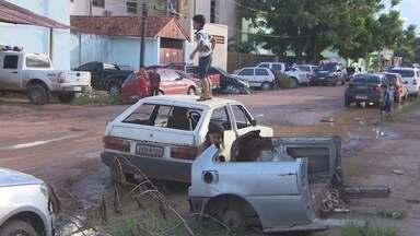 Veículos abandonados nas ruas pode causar uma série de problemas - PRATICAMENTE EM TODA A CAPITAL EXISTEM VEÍCULOS ABANDONADOS NAS RUAS. UM VEÍCULO NESSAS CONDIÇÕES PODE CAUSAR UMA SÉRIE DE PROBLEMAS, ATÉ DE SAÚDE PÚBLICA.